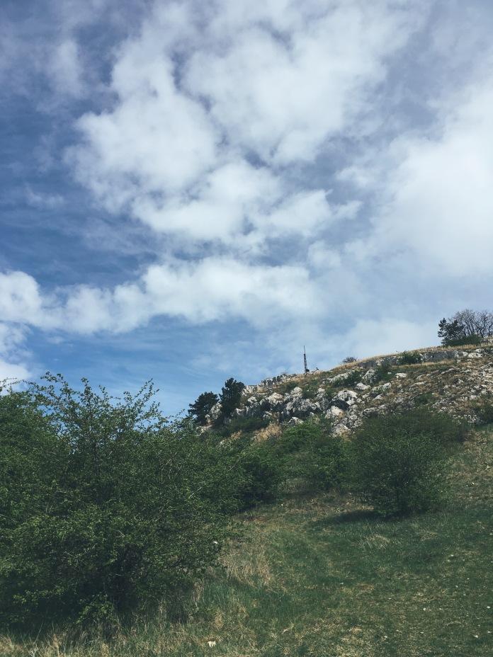 Hegyes-kő